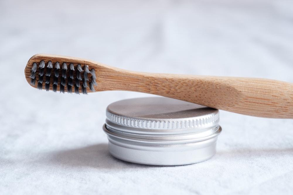 mikroplastik-freie-zahnpasta-dose-bambus-zahnpasta